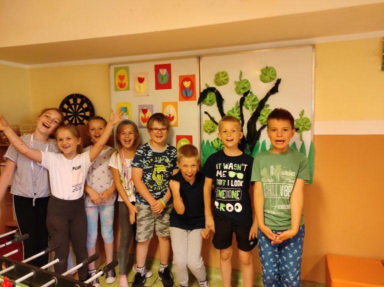 zdjęcie dzieci biorących udział w projekcie międzyświetlicowym