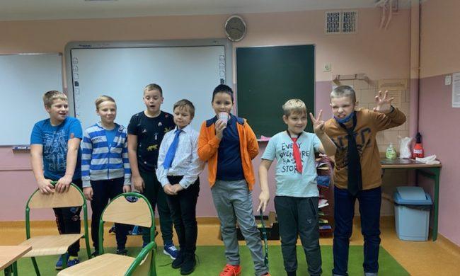 zdjęcie chłopaków w krawatach
